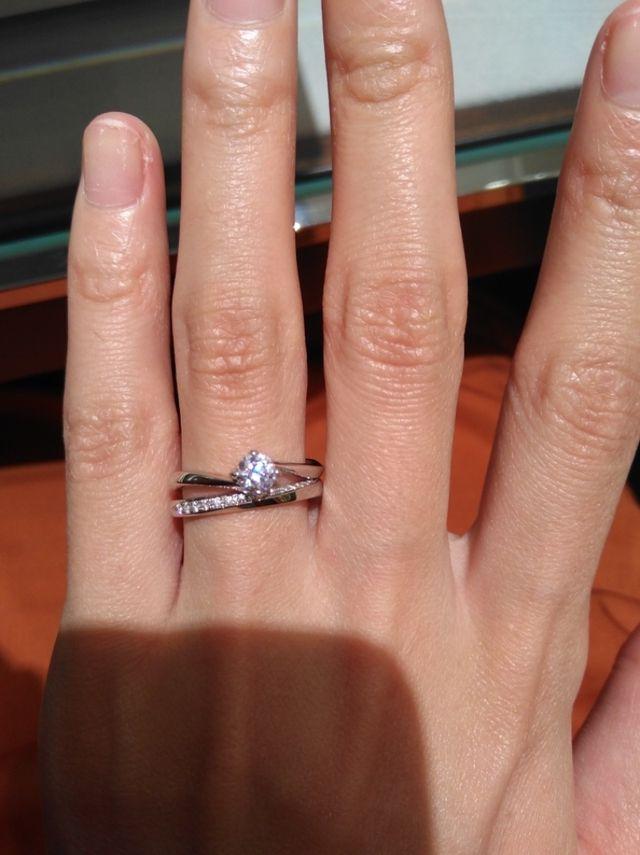 上が一石タイプの婚約指輪です。
