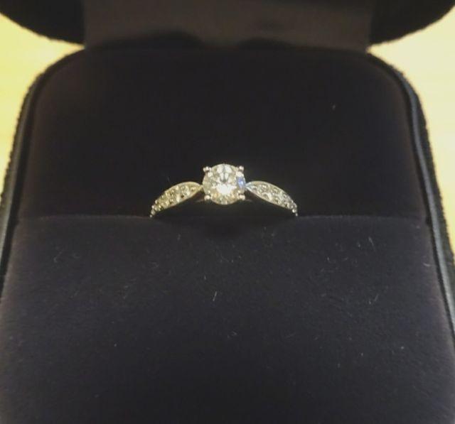 0.3カラットダイヤの指輪です。