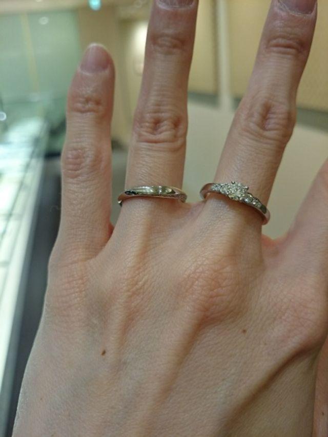 薬指が「凛」、中指が「花麗」です。