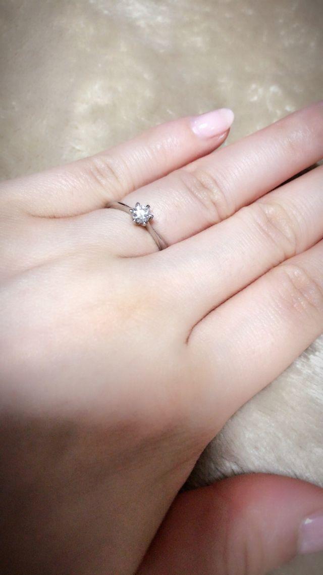 シンプルな立爪のリング
