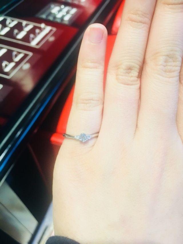 Vライン且つメレダイヤで華やかな印象