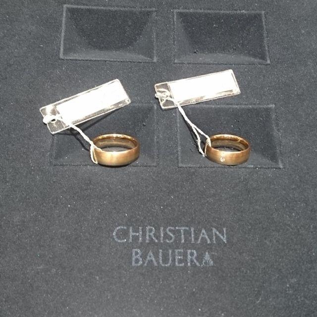 指輪を取りに行った日にタグが付いているまま撮ったものです