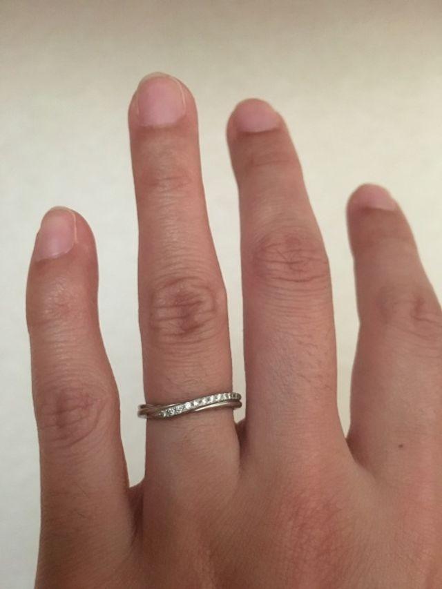 V字の形で指が綺麗に見えます!