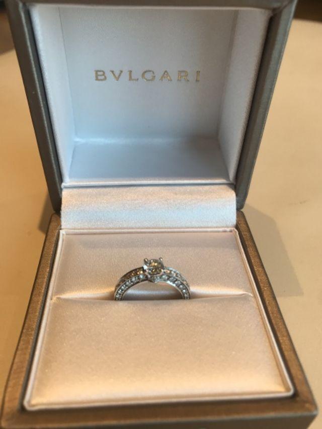 BVLGARIに決定!側面にもダイヤが入ってます!