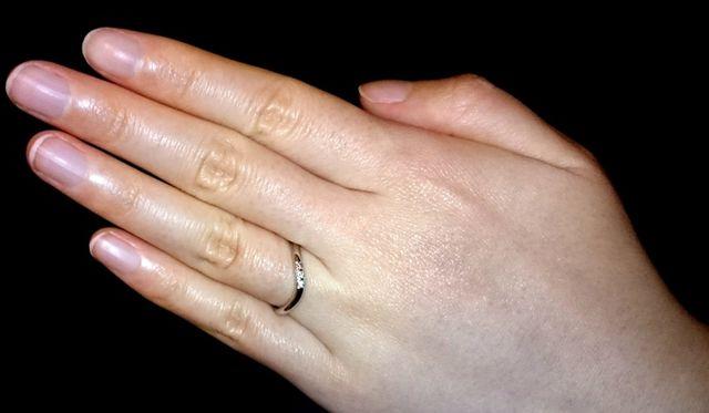 私の指輪はピンクダイヤを一石入れました