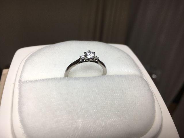 「白鈴」は、スズランをモチーフに作られた指輪です