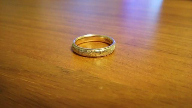 私(女性)の結婚指輪です。