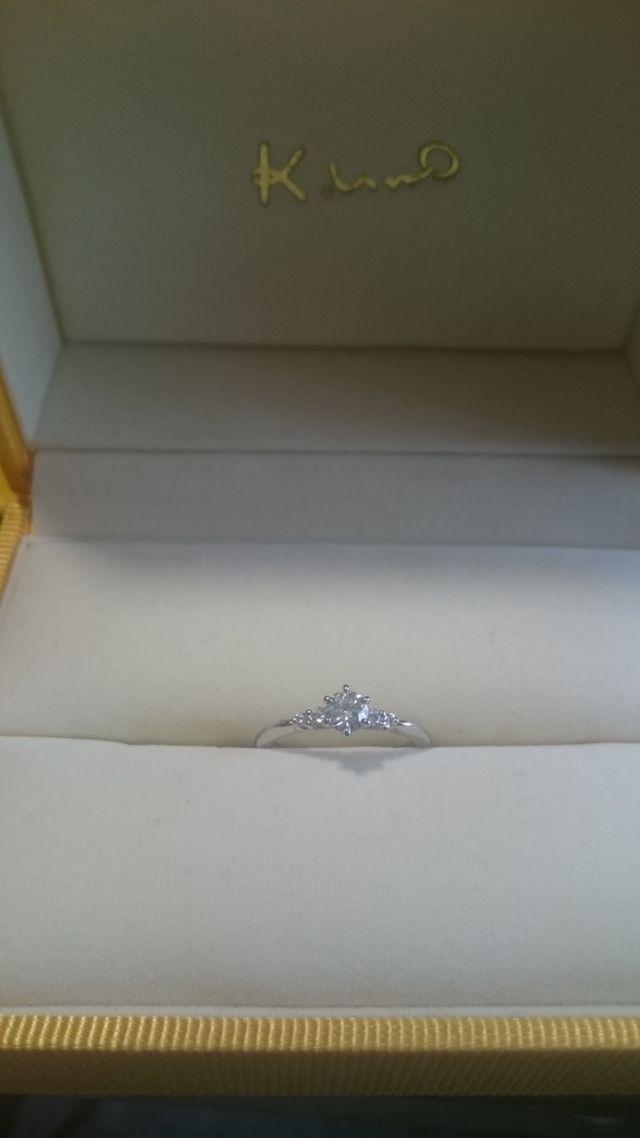 3石のダイヤモンドリングです。