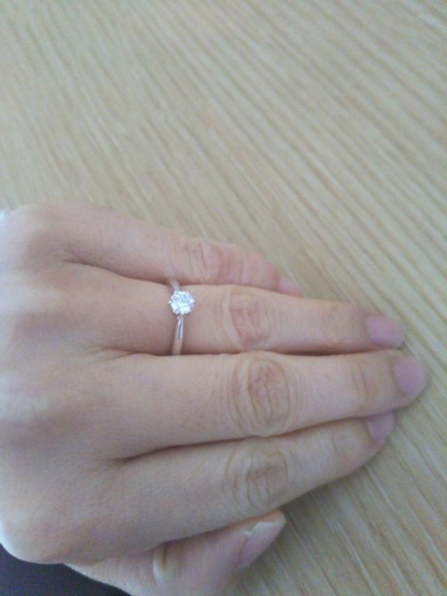 婚約指輪らしいシンプルなデザイン