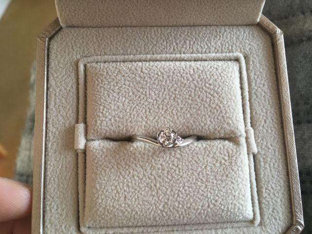 お花型に縁取ってあるダイヤ部分とピンクダイヤモンドが素敵です