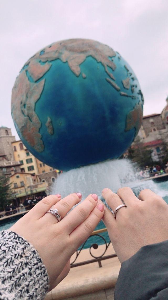 妻は婚約指輪(別ブランド)と重ね付けしています。