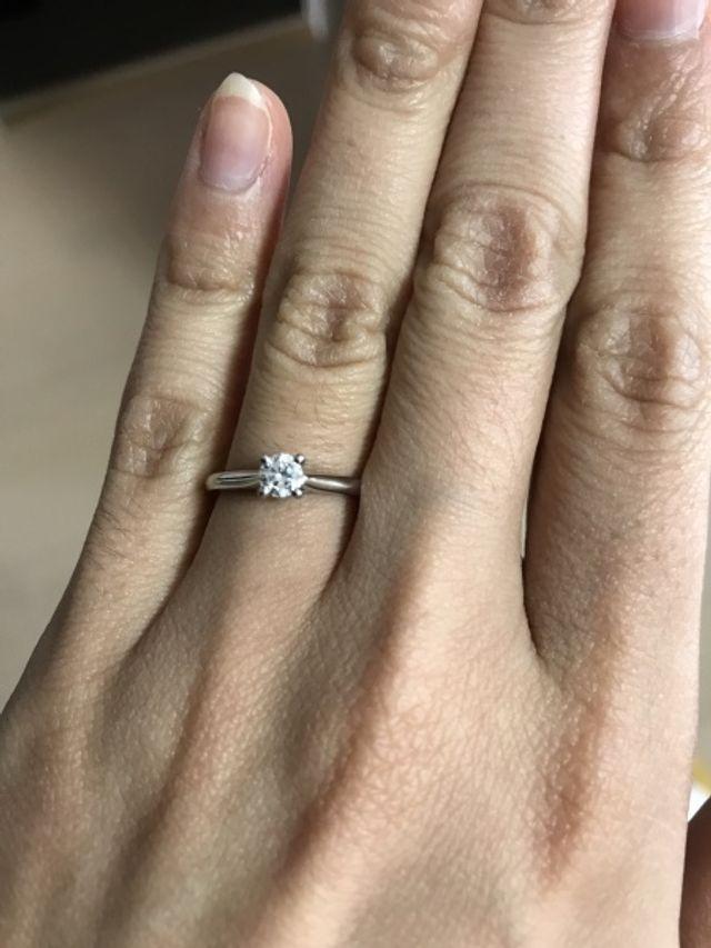 主人にプレゼントしてもらったカルティエの婚約指輪です。