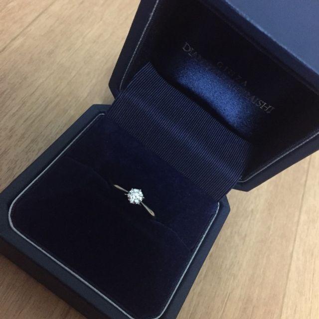 ダイヤが綺麗に見えるセントグレアというデザインにしました。