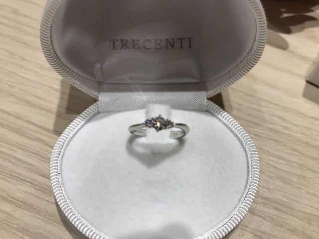 結婚指輪とのセットで購入しました。