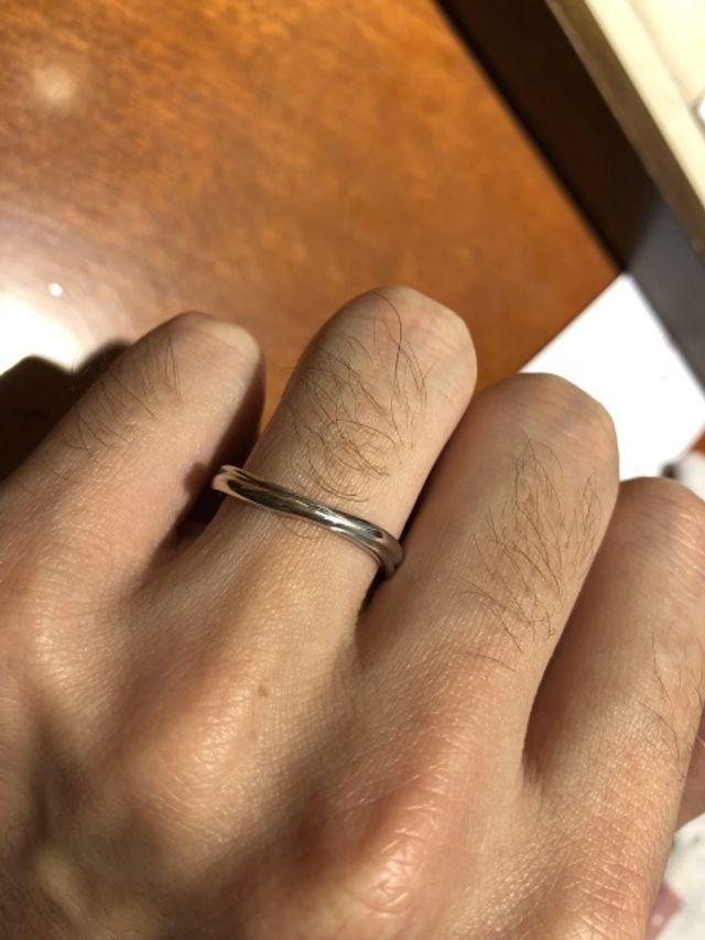 ウェーブのリングをつけた様子