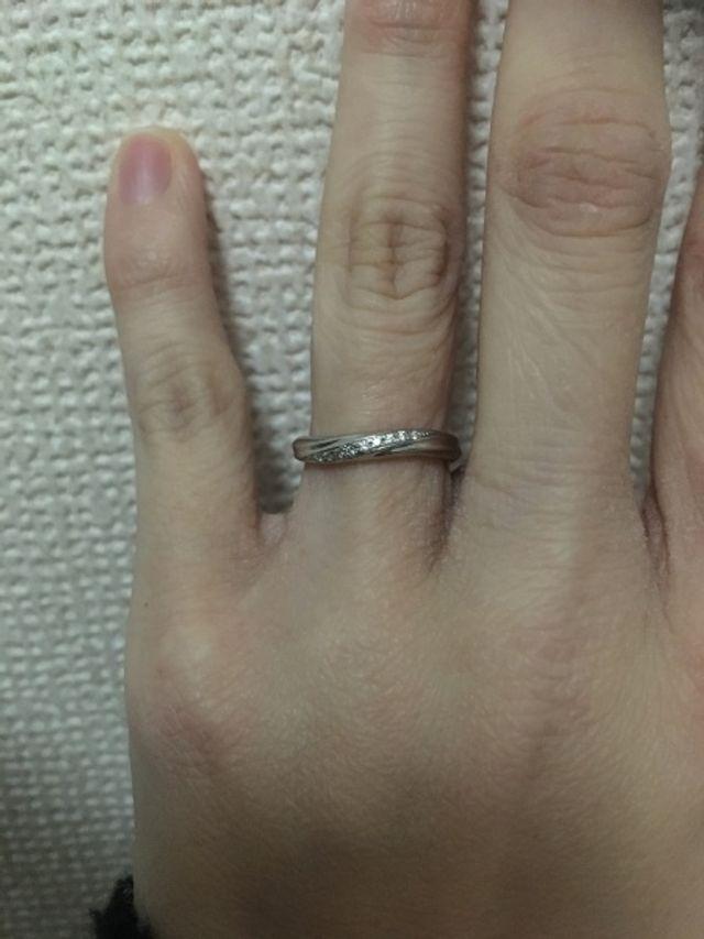 ダイヤがキラキラして小さいながら存在感あり!