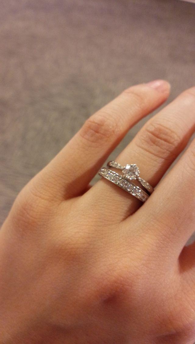 ハーフエタニティ。婚約指輪は他のブランドのもの。