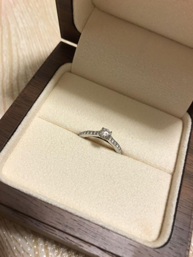義理の母の婚約指輪のダイヤをもらって作りました。