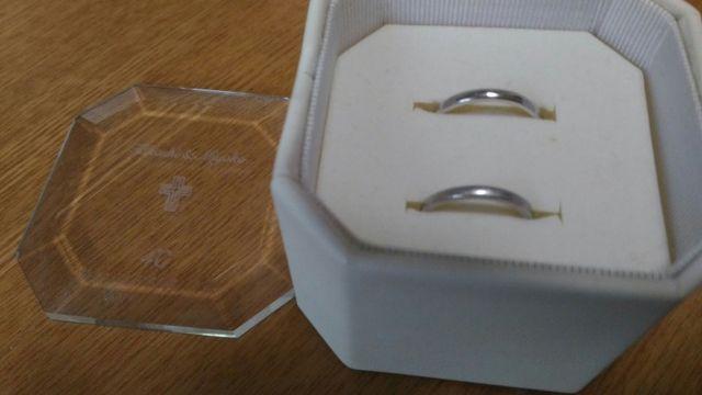ケースに入った指輪 上が夫用で下が自分