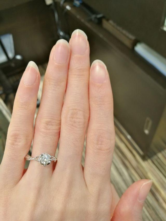 リアルなバラの素敵な指輪です