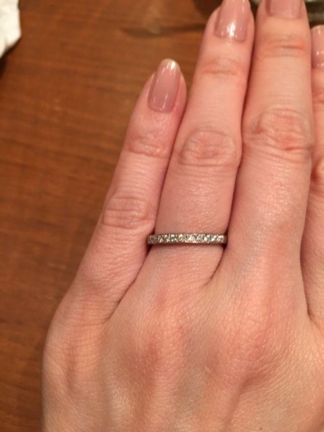 婚約指輪はハーフエタニティリングにしました。