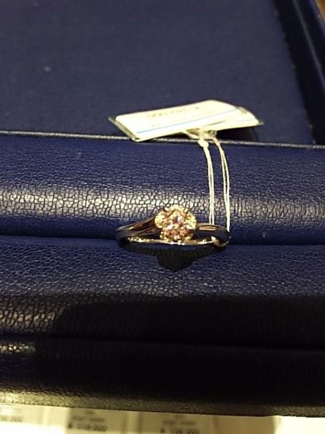 正面から。ダイヤがたしか0.28カラットでした。