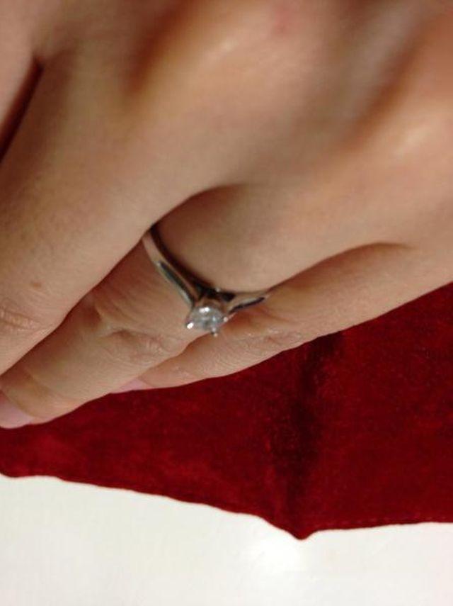 婚約指輪の定番といったデザインです