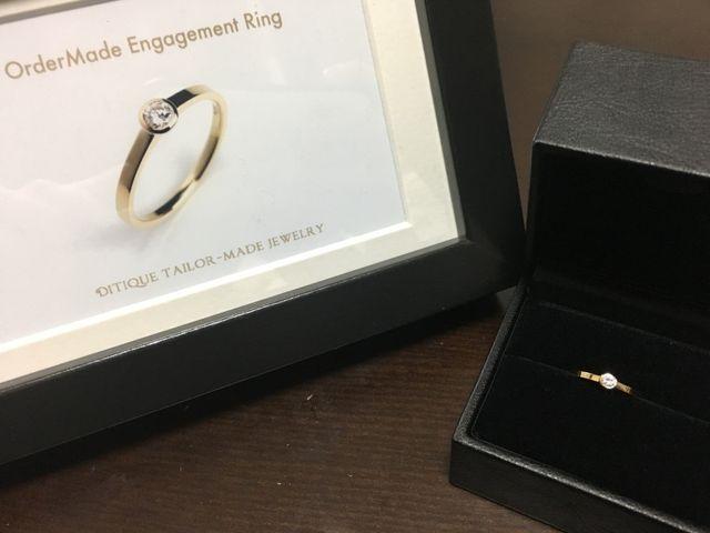 一粒ダイヤの婚約指輪。