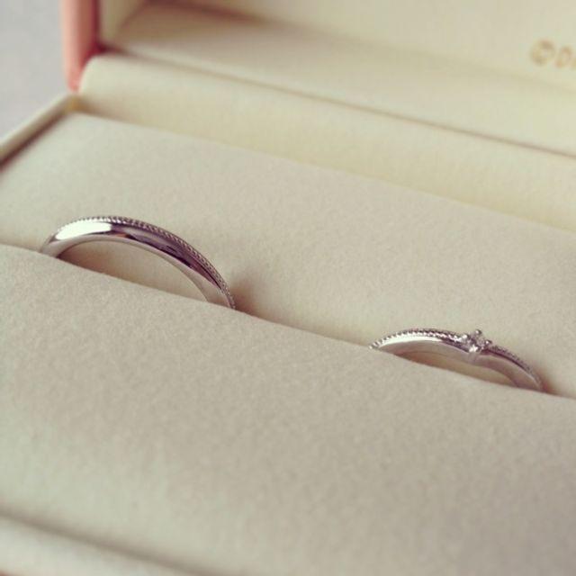 左側が夫、右側が私の結婚指輪です