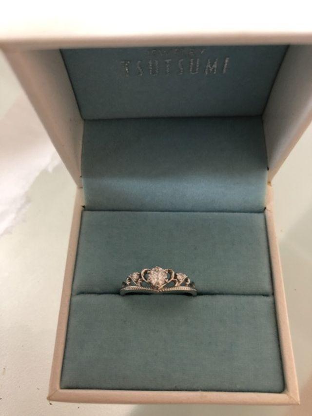 ティアラのモチーフの指輪です。
