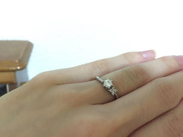 自分で選んで買ってもらったお気に入りの婚約指輪です