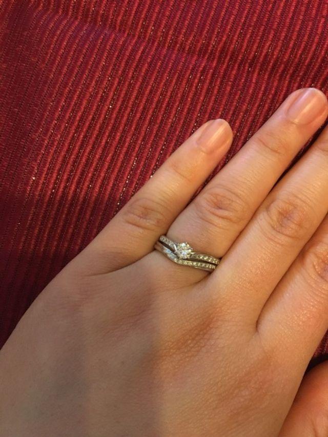 結婚指輪と婚約指輪の重ね付けです。
