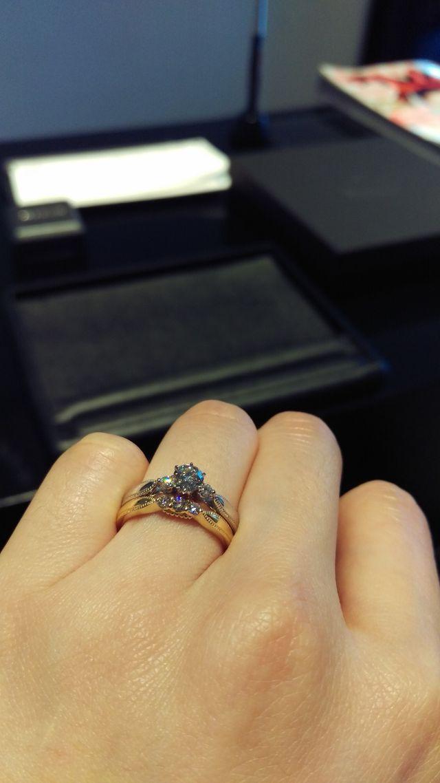 結婚指輪との重ね付けがお気に入りです