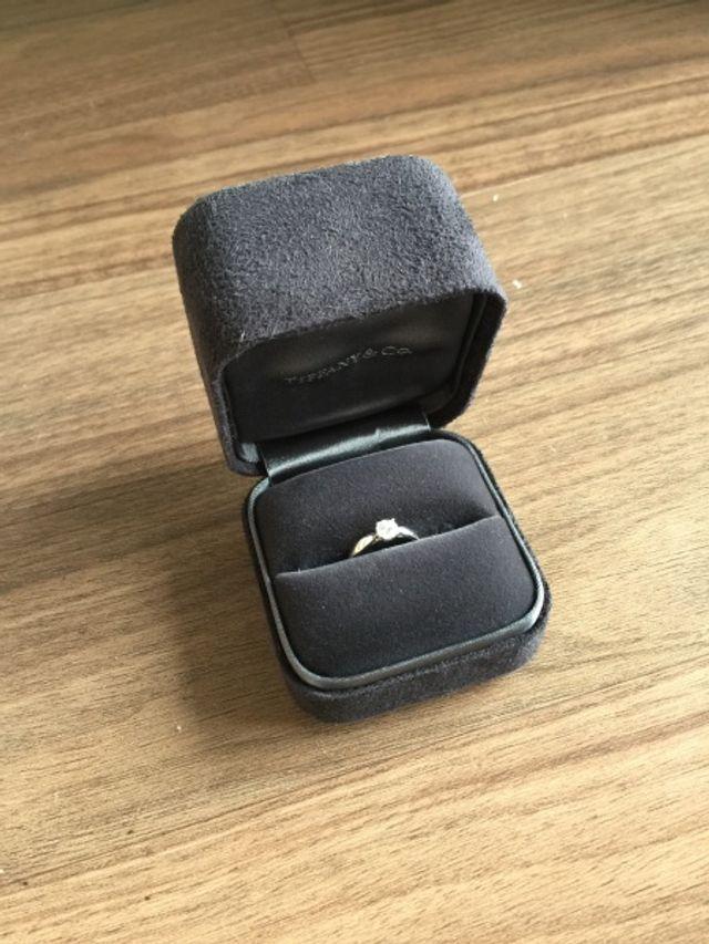 ティファニーの結婚指輪です。