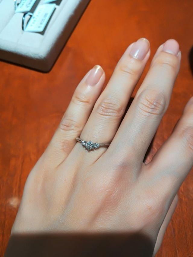 ダイヤがキラキラして、素敵なデザイン!
