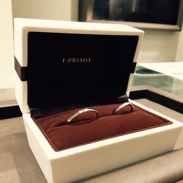 綺麗なS字ラインの結婚指輪をペアで購入しました。