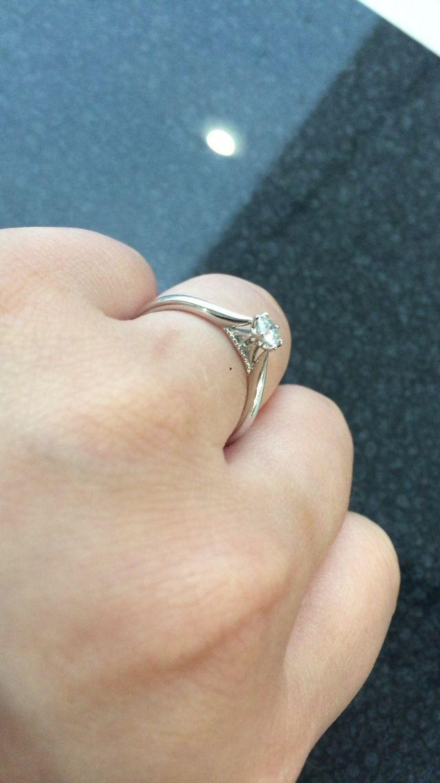 横から見る爪のデザインが気に入って購入しました。