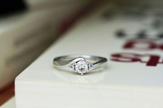 完成した婚約指輪。