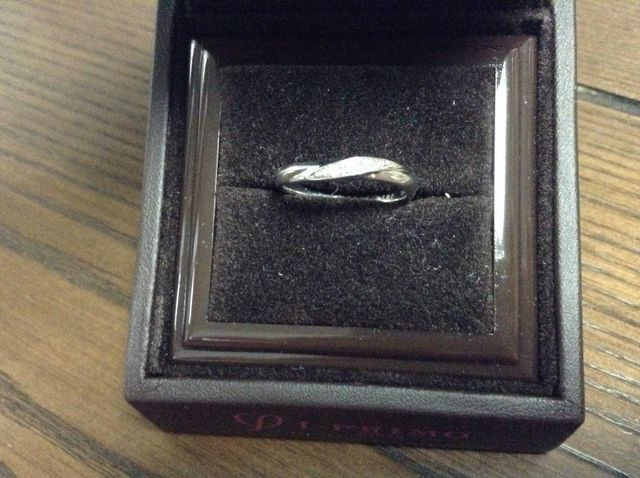このようにダイヤモンドが付いています。