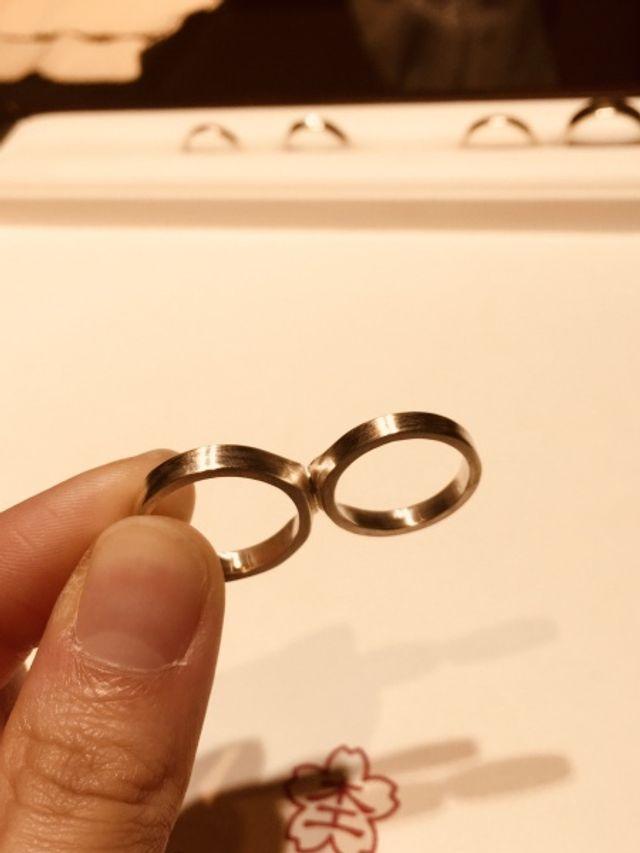 好きな金属を1枚の板にして、同じ模様のリングを作れます。