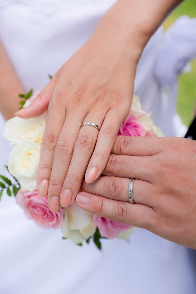 結婚式で実際はめて撮った写真