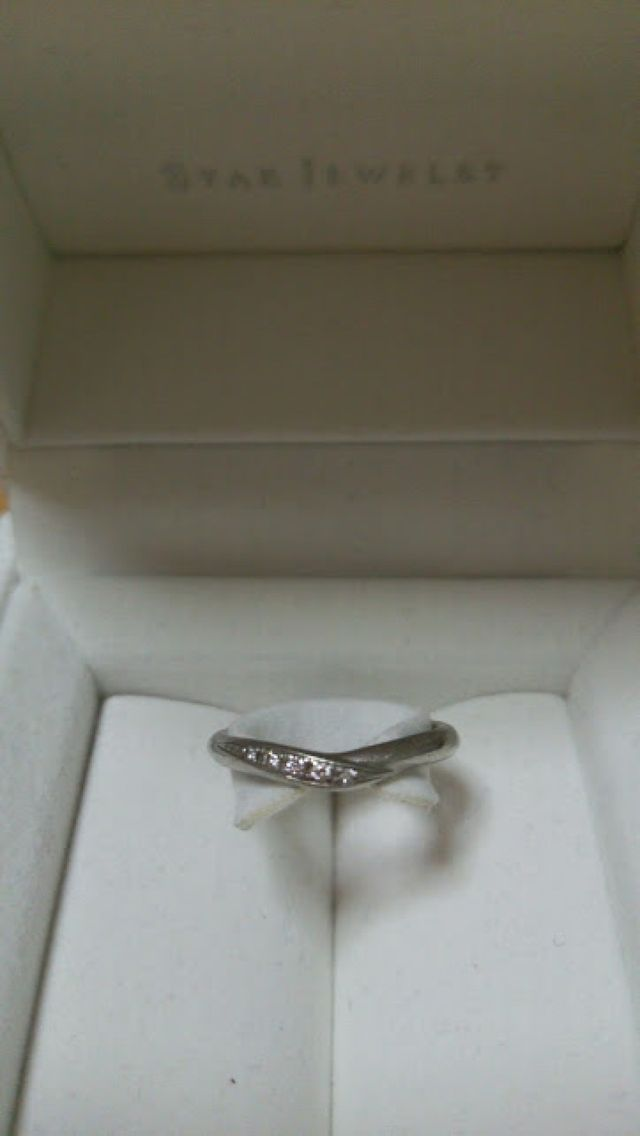 小粒ダイヤが3つ埋まったデザインです。