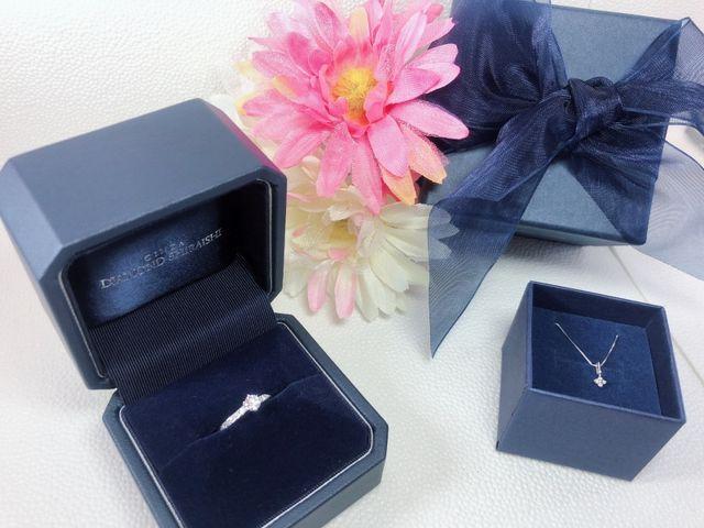 Fair期間中、婚約指輪購入でダイヤのネックレスプレゼント
