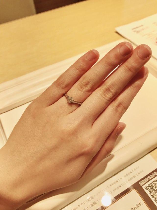 シンプルで品のある婚約指輪
