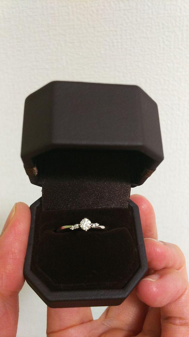 左右非対称のダイヤの配置がとても可愛く、ラインが美しい!