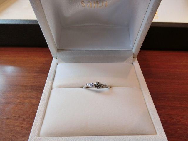 購入した指輪の受け渡しの際の写真です。