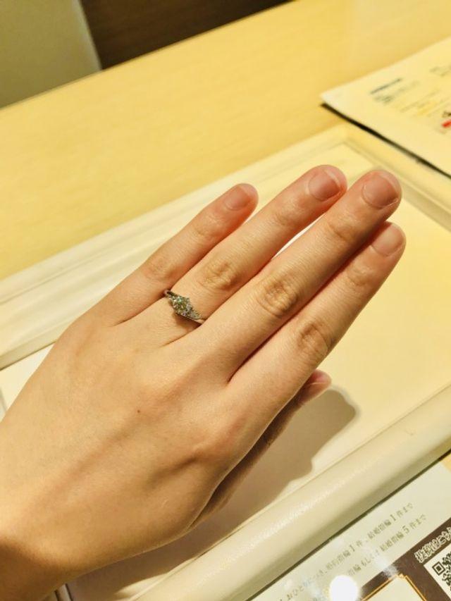 品のある素敵なデザインの婚約指輪