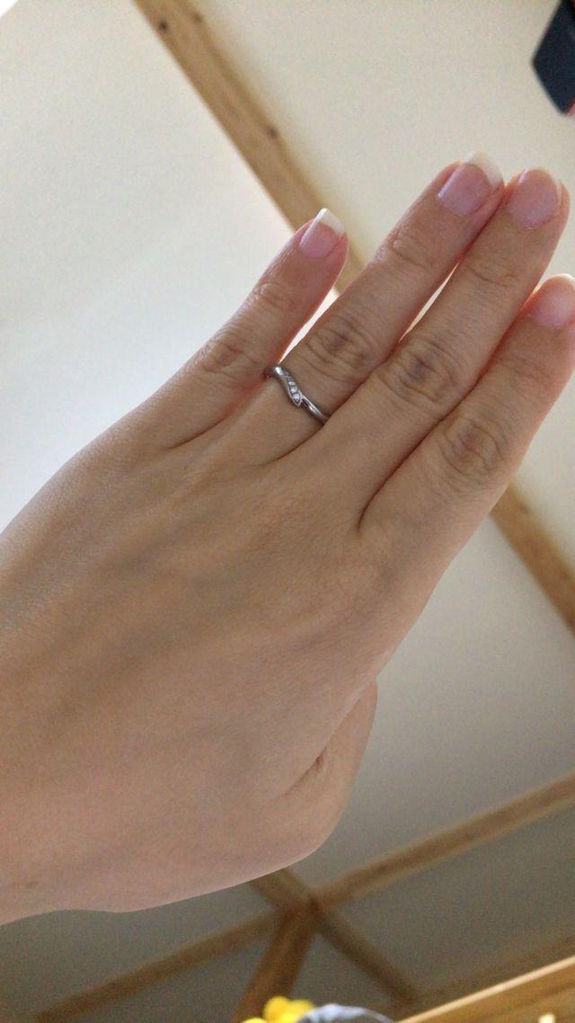 ついてるダイヤモンドがピンクダイヤモンドです。