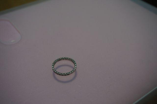 購入した結婚指輪です。王冠のようにギザギザしています。