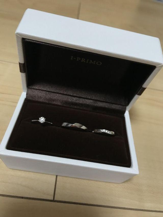 婚約指輪のサイズ直しの時に同じブランドで購入しました!